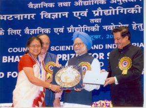 Sanghamitra Bandyopadhyay receiving the Shanti Swarup Bhatnagar Prize for 2010