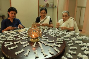 The core team of Grandma Wicks - (From Left) Lakshmi Menon, her Mother , Sreedevi and Grandmother, Bhavaniamma. Together they handle all functions like sorting, packing, quality control, marketing, etc.