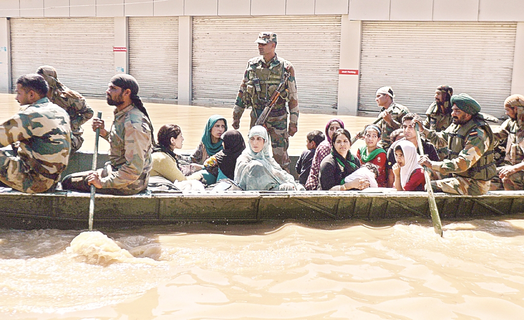 The Unsung Heroes Of Kashmir Who Put Their Own Lives In Jeopardy To Help Others Deal With The Flood