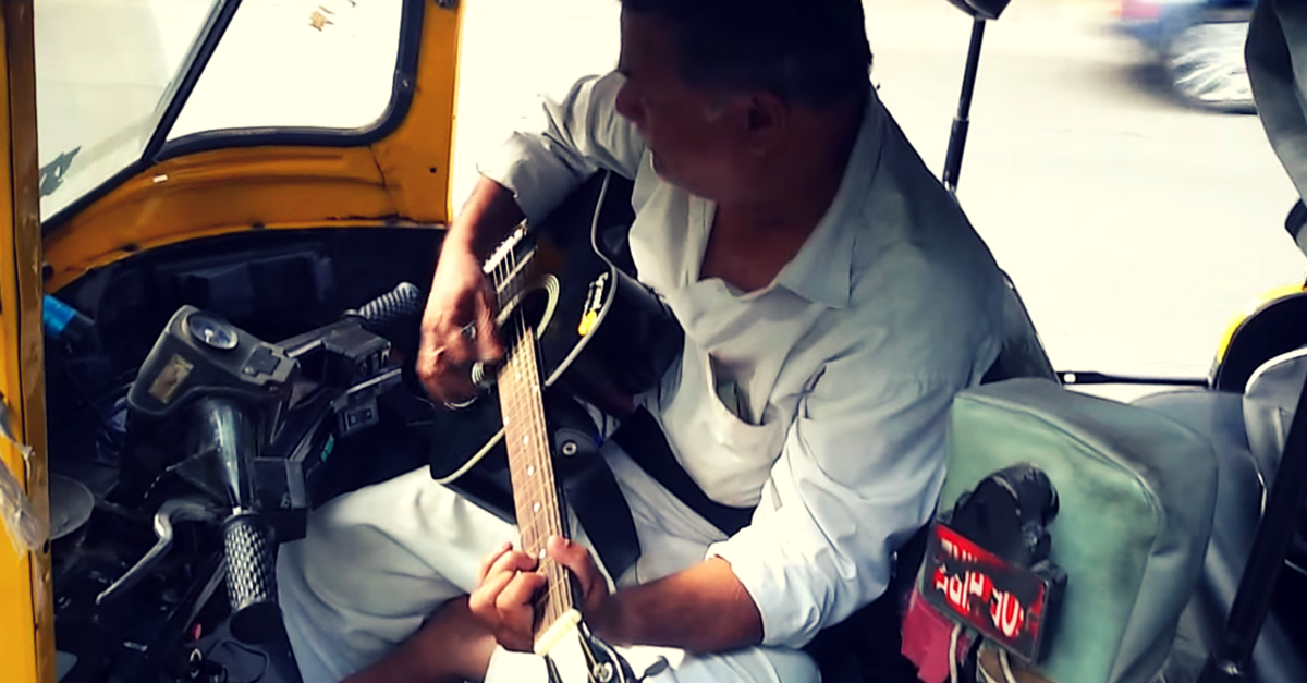 VIDEO: Watch an Auto Driver Surprise his Passenger by Strumming the 'Sholay' Theme on his Guitar