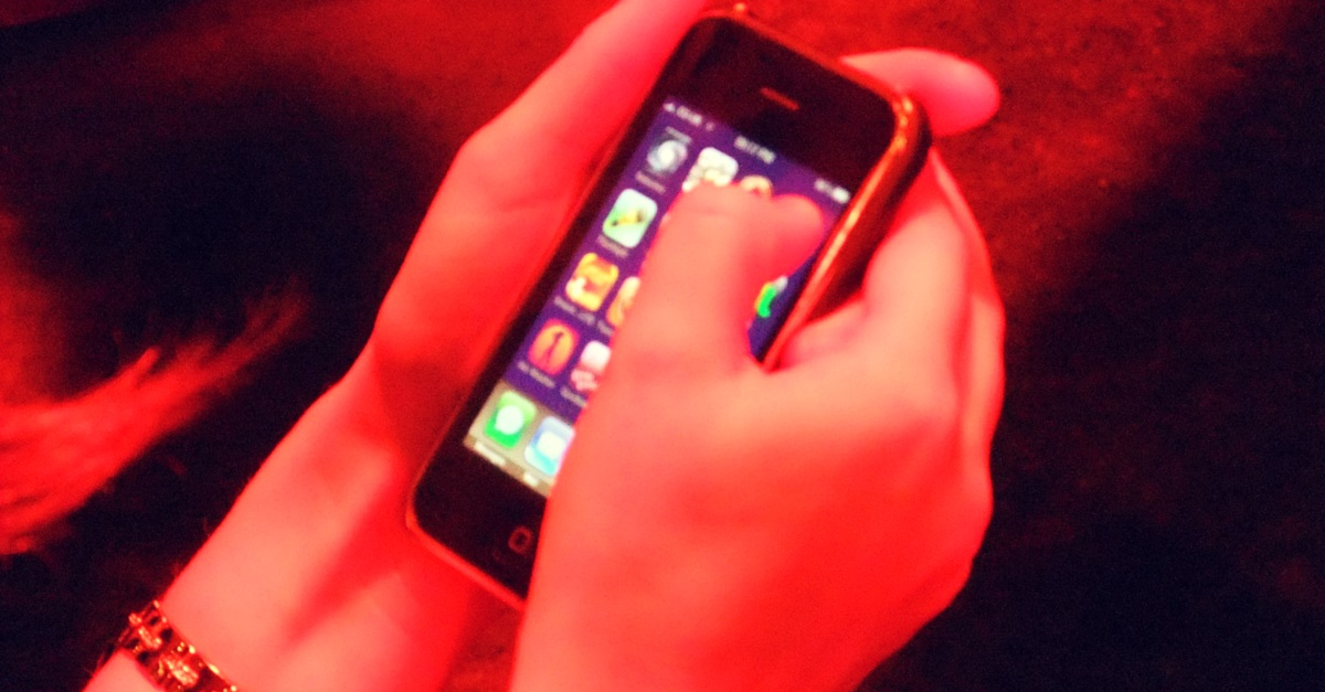 Going Beyond Women's Safety Apps, Government Asks Phone Manufacturers to Install a Panic Button