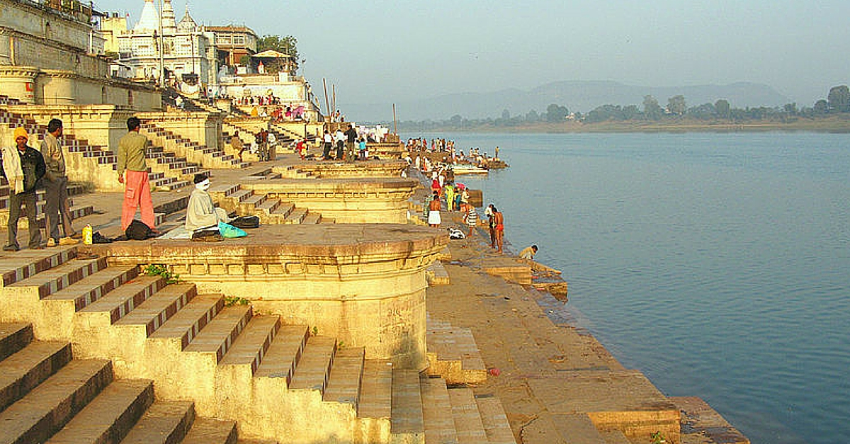 How Devotees are Keeping Narmada Clean and Feeding Poor Kids at the Same Time
