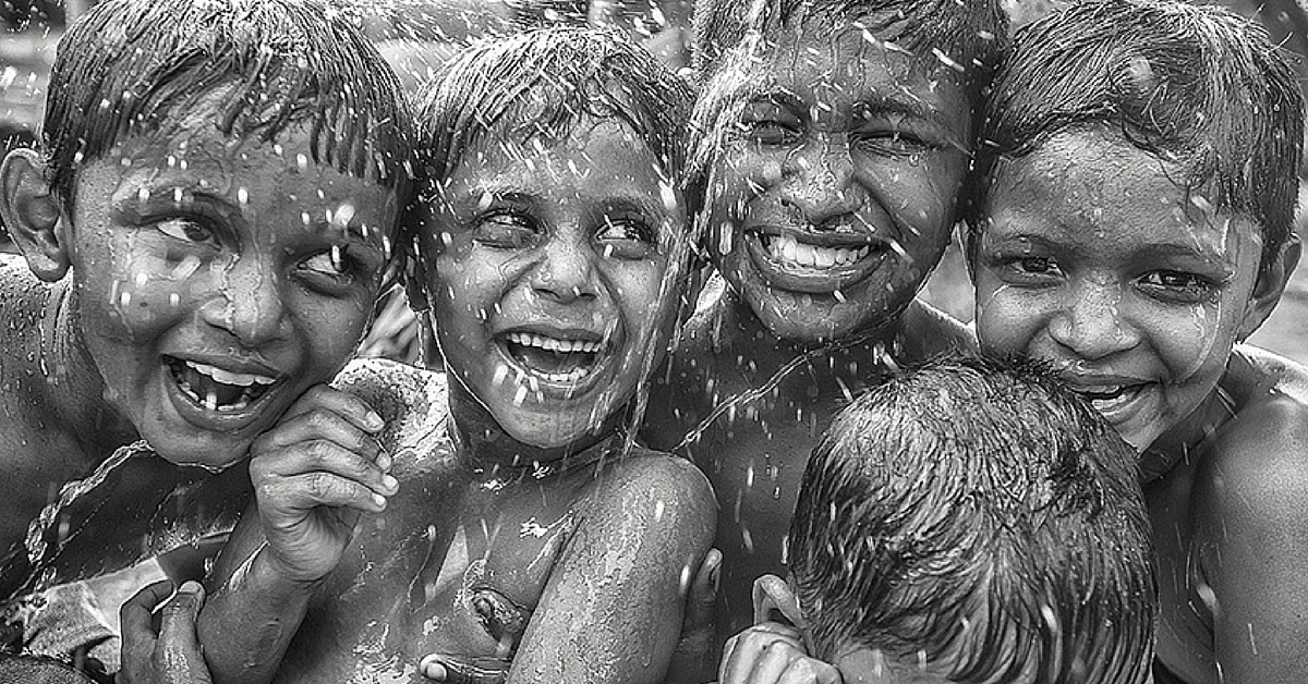 IN PHOTOS: These Black & White Pictures Capture India's Soul. In it's Beaches, Streets & People!