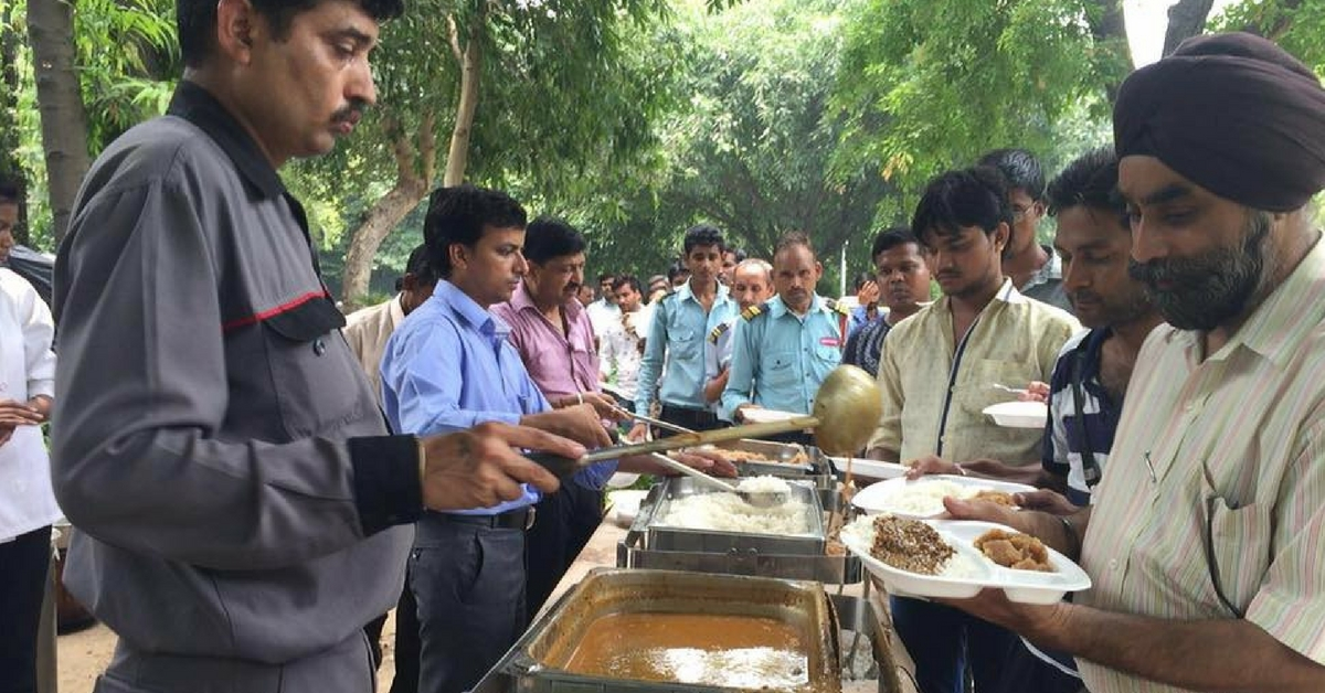 From Ragpickers to Office Goers – Everyone Eats for Free at This Weekly Buffet by a Delhi Hotel
