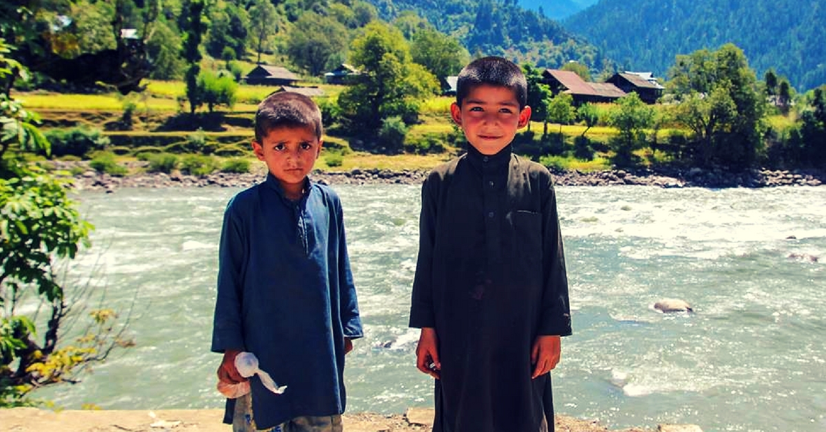 This Viral Post about Indo-Pak Friendship of Three Kids Separated by a River Will Make Your Day