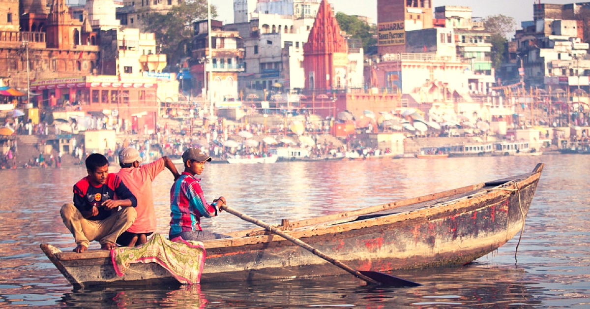 This Beautiful Website Gives You the Virtual Experience of Being on a Boat in Varanasi