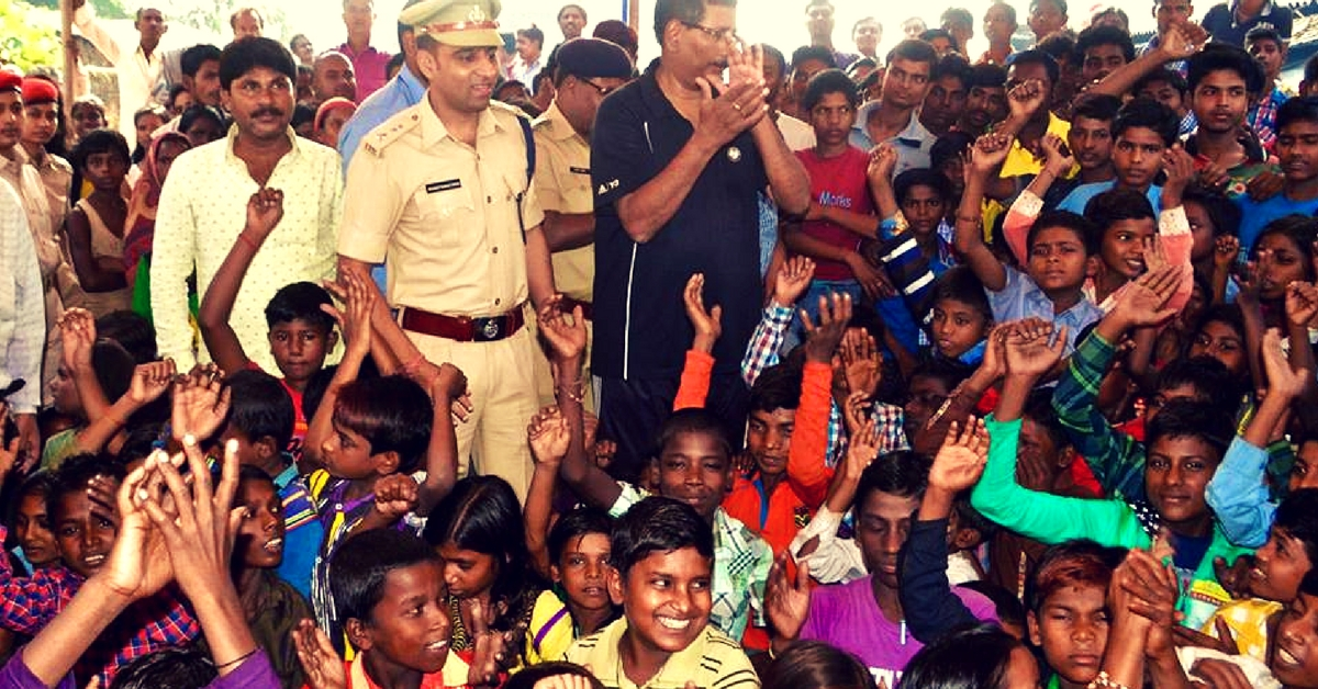 This Bihar IPS Officer Teaches Migrant Workers' Kids Every Evening. And they Love It!