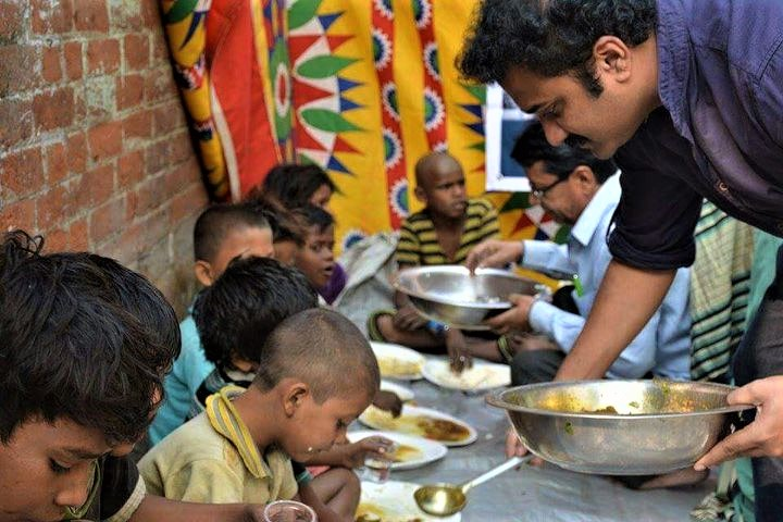 Thanks to This College Teacher, Excess Food from Hostels and Canteens is Reaching the Poor