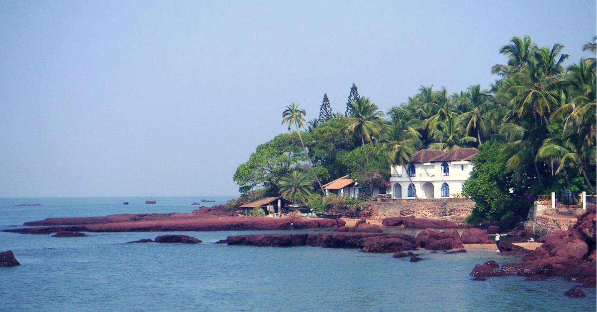 You Can Soon Help Clean up Goa's Beaches Using WhatsApp. Here's How!