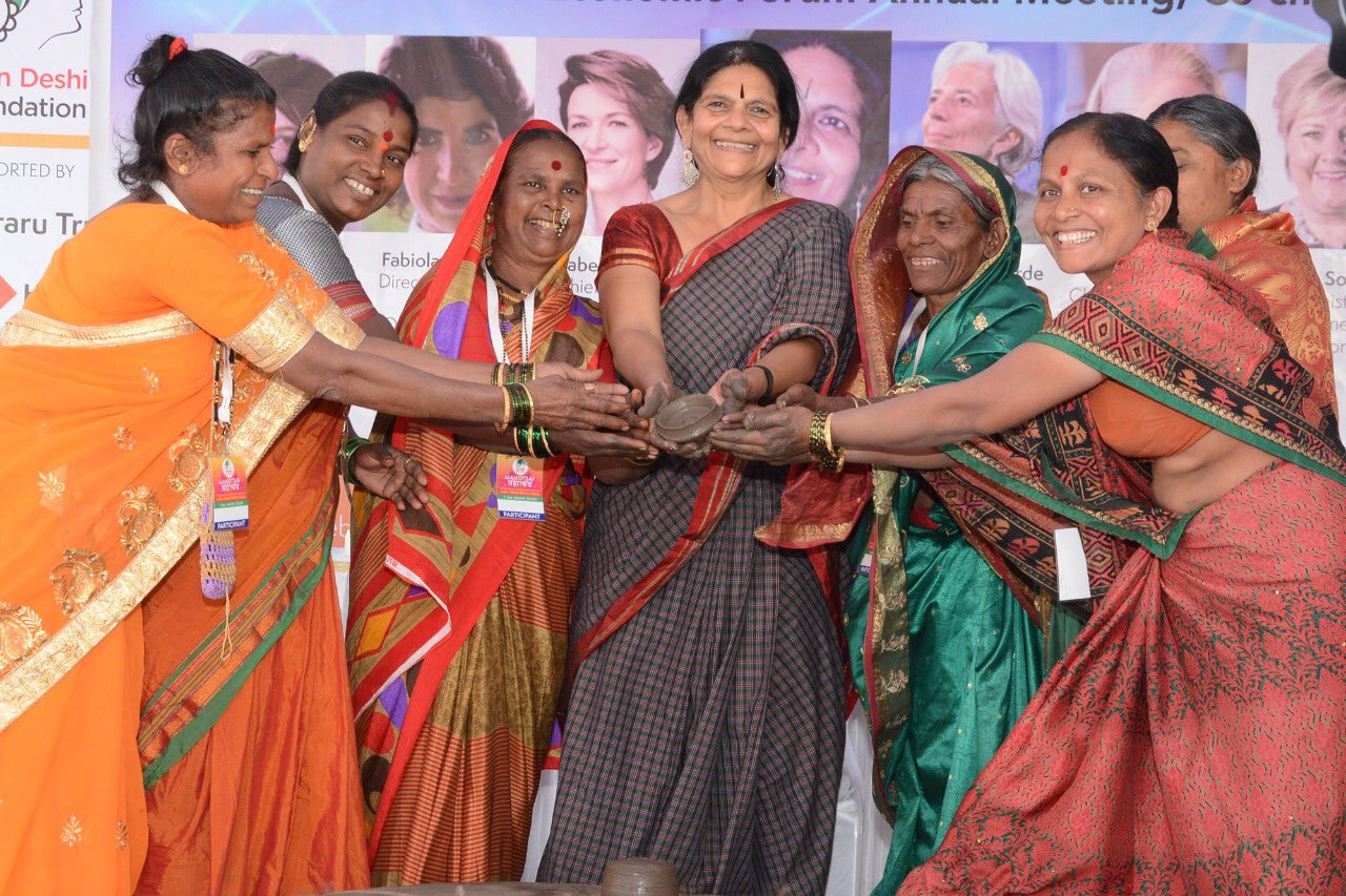Chetna Sinha with other women micro- entrepreneurs. (Source: Twitter)