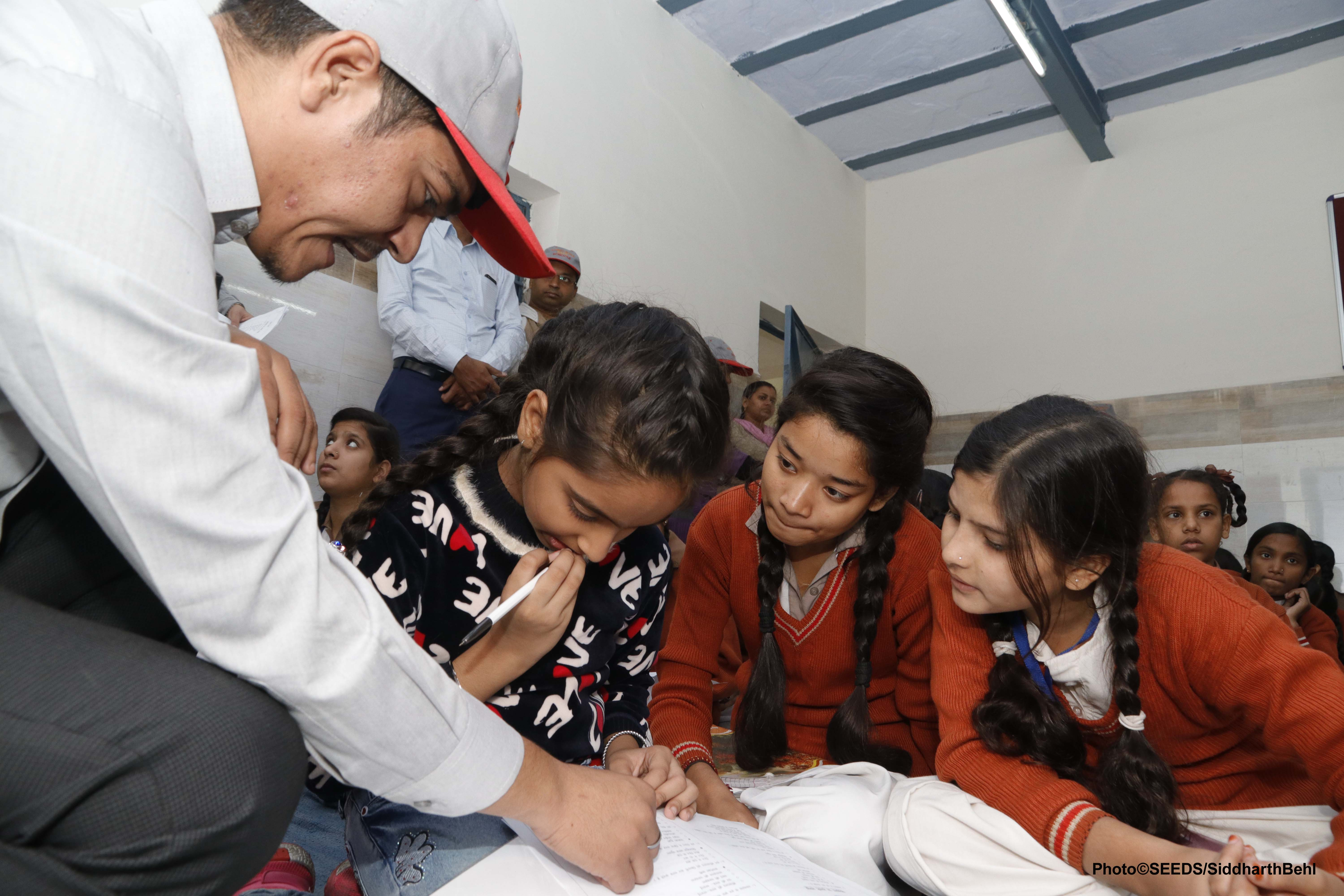 An expert from SEEDS conducting safety assesements with school children. (Source: SEEDS)