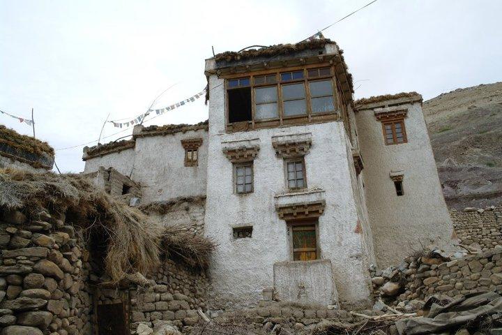 Traditional Ladakhi house. (Source: Wikimedia Commons)