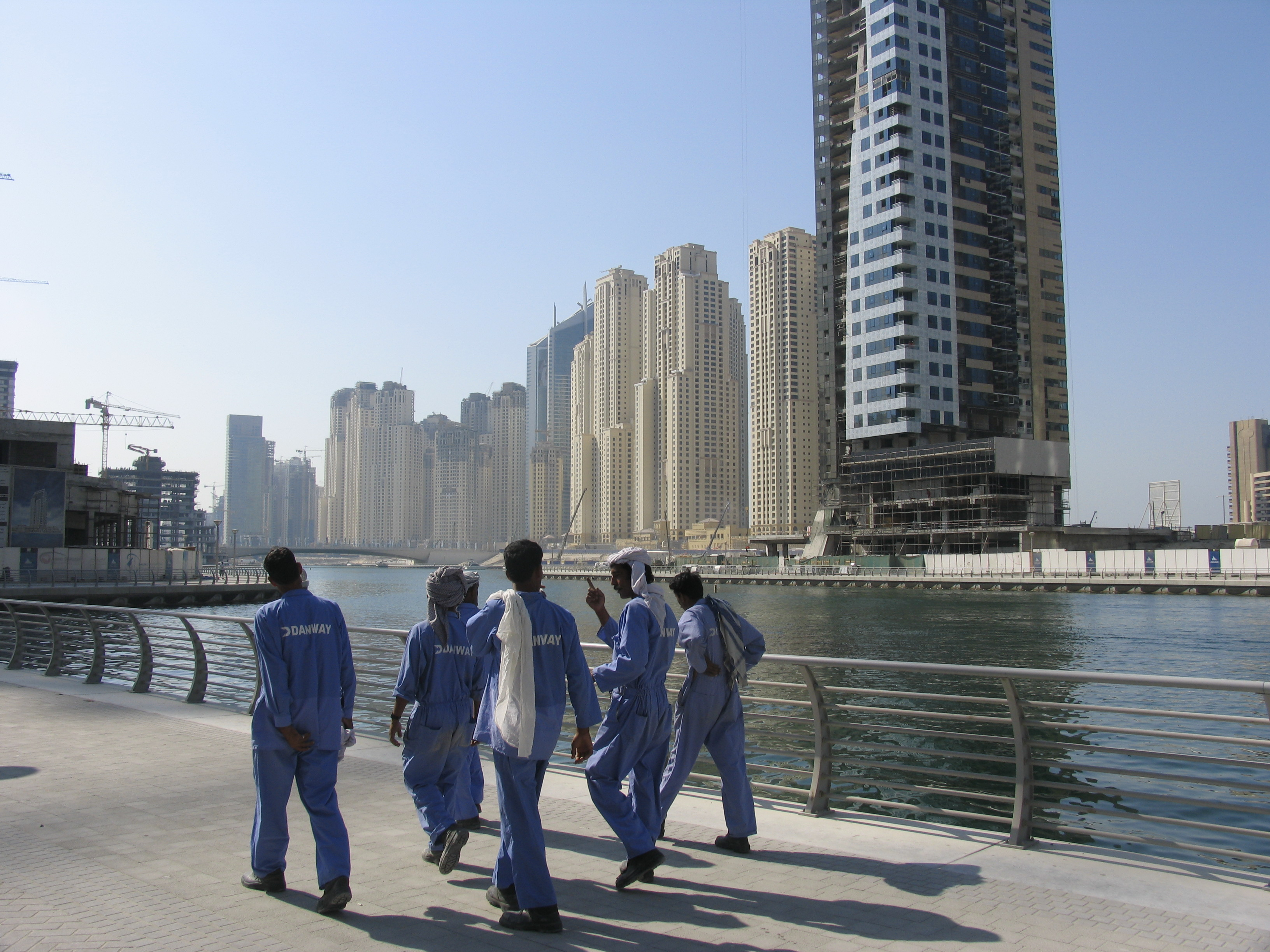 Migrant construction workers in Dubai (Source: Wikimedia Commons)