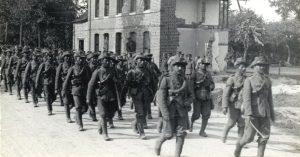 Garhwali riflemen in France, 1915 (Source: Wikimedia Commons/HD Girdwood)