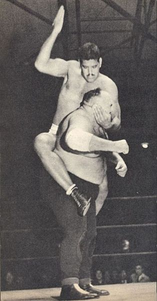 Dara Singh mounted punches to King Kong at JWA in a league match for All Asia Heavyweight Championship. (Source: Wikimedia Commons)