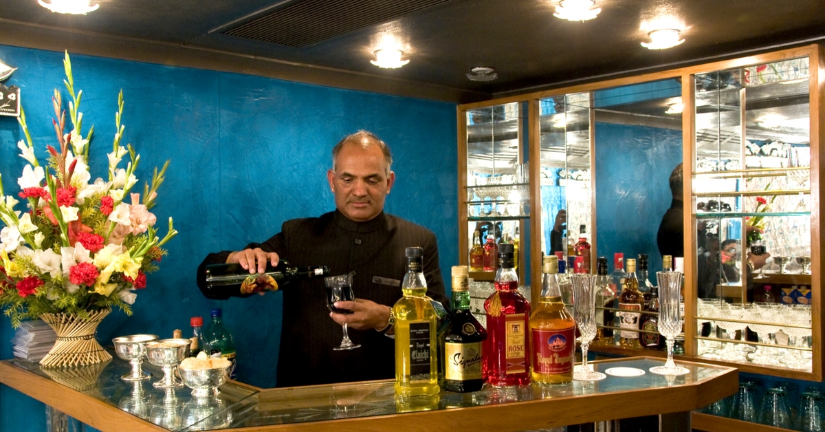 Sip a drink, courtesy the fully-stocked bar on this luxury train! Image Courtesy: Royal Rajasthan on Wheels