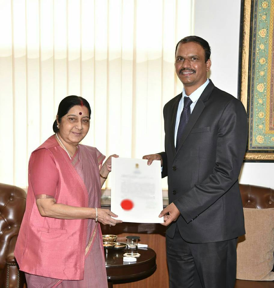 Indian Ambassador Atul Malhari Gotsurve with External Affairs Minister Sushma Swaraj. (Source: Atul M Gotsurve/Facebook)