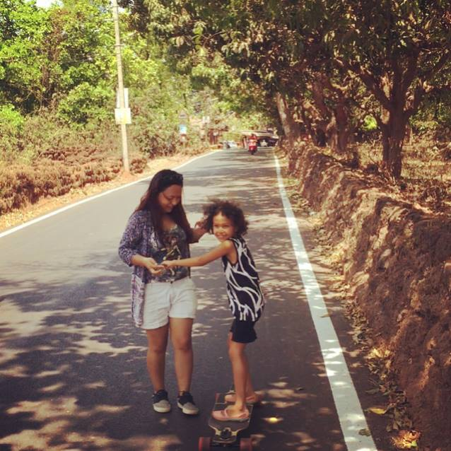Teaching a child how to longboard. (Source: Facebook/Basica Salam)