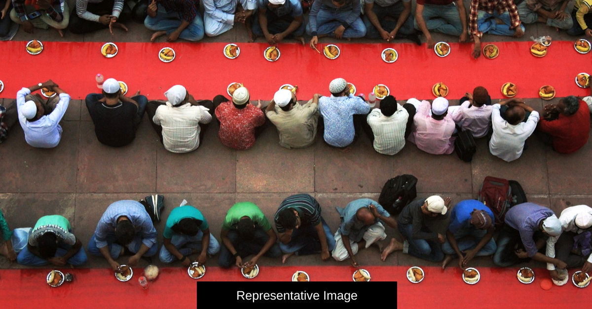 In Punjab Villages, Hindus & Sikhs Make Iftar Meal Special for Their Muslim Brethren!