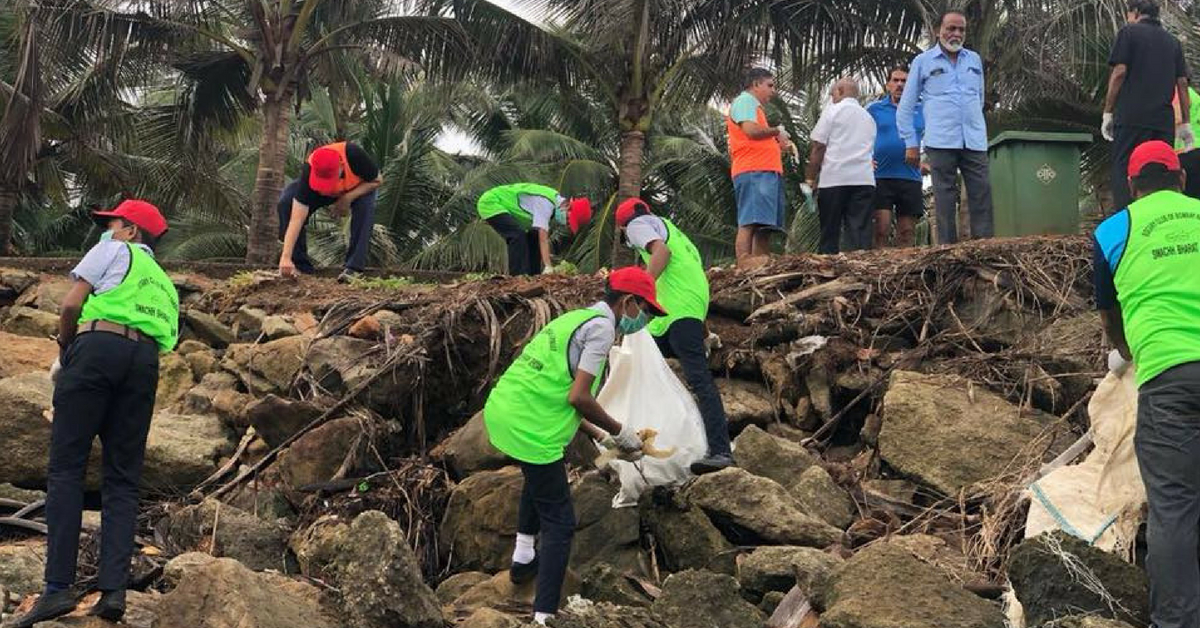 Citizens Group, School Children Get Together to Clear 7 Tonnes of Trash from Mumbai Beach!