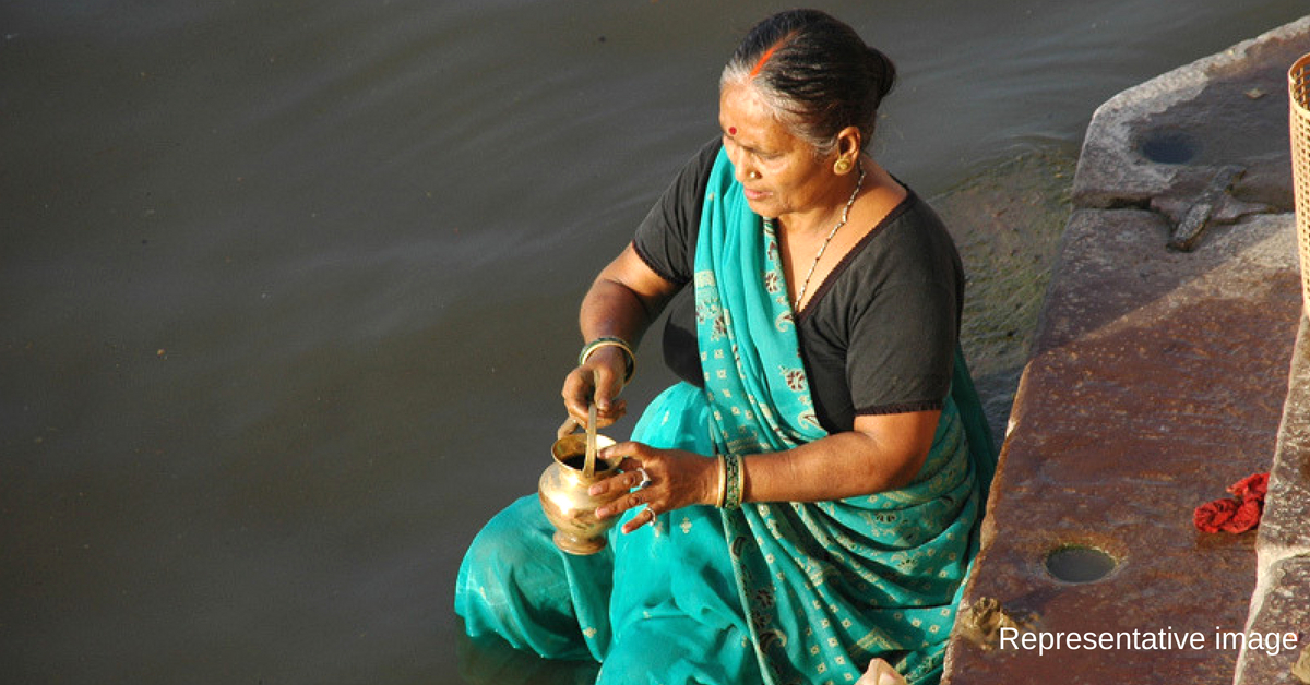 Varanasi Bahu-Beti Defy Social Taboo & Taunts, Perform Last Rites of Mother Themselves!