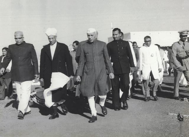 Jawaharlal Nehru, S Radhakrishnan and Harekrushna Mahatab (Right to Left) along with other officials. (Source: Wikimedia Commons)