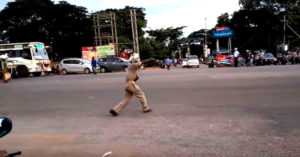 The dancing cop in Bhubaneshwar puts on quite a show! Image Source: Screengrab from video.