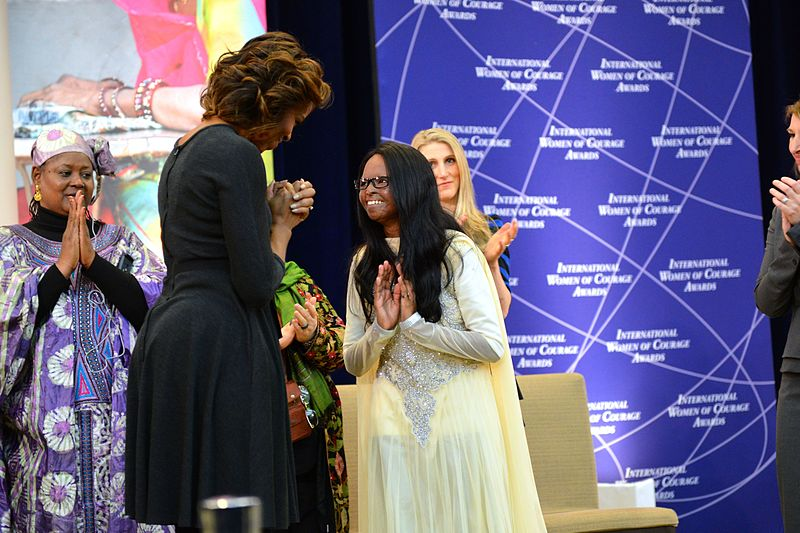 Former US First Lady Michelle Obama presenting the award to Laxmi Agarwal. (Source: Wikimedia Commons)