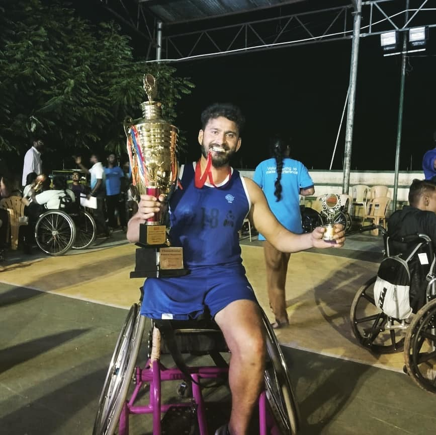 Winning the man of the tournament award at a recent inter-state wheelchair basketball tournament. (Source: Facebook/Javed Choudhari)
