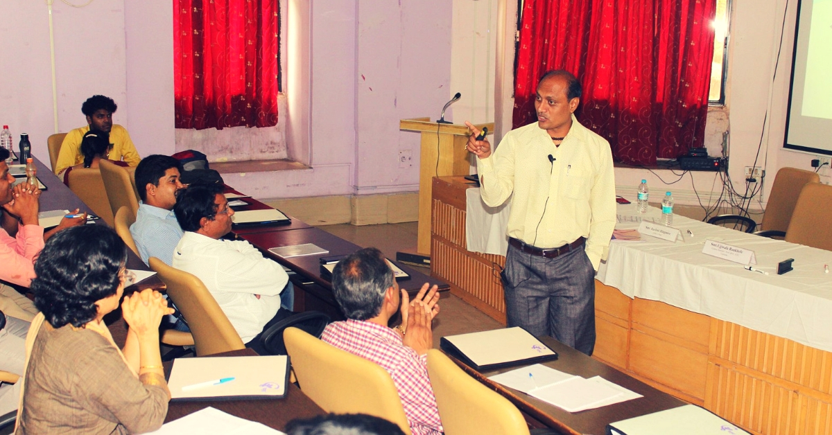 Exclusive_ Award-Winning 'Paanwala' Studied Under Street Lights, Now Trains IAS & IPS Officers! (2)