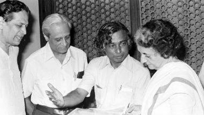 A young Dr. Abdul Kalam with Space pioneer Satish Dhawan and PM Indira Gandhi. (Source: Twitter/Youth Congress)