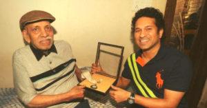 Ramakant Achrekar with his disciple Sachin Tendulkar. (Source: Twitter/Mohammed Kaif)