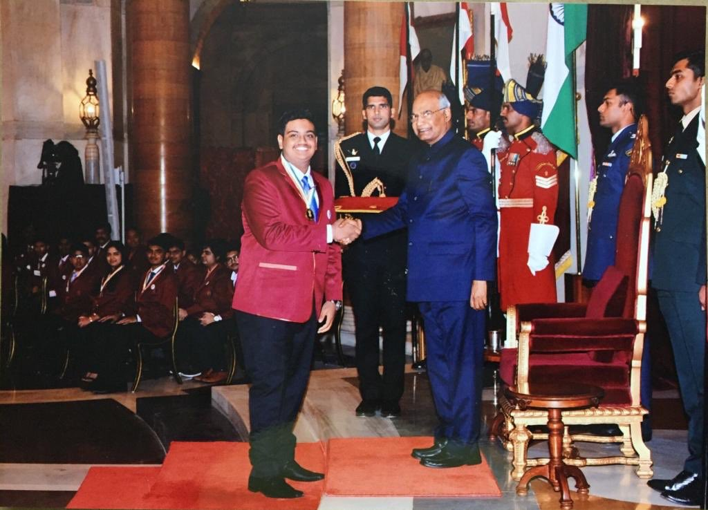 Naisargik Lenka receiving the award from President Ram Nath Kovind. (Source: Twitter)