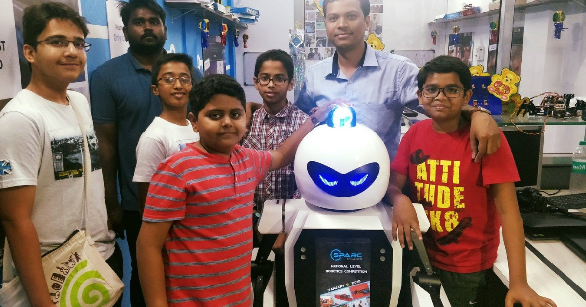 School Kids Build Brand New Traffic Cop For Pune's Roads: Meet Roadeo The Robot!