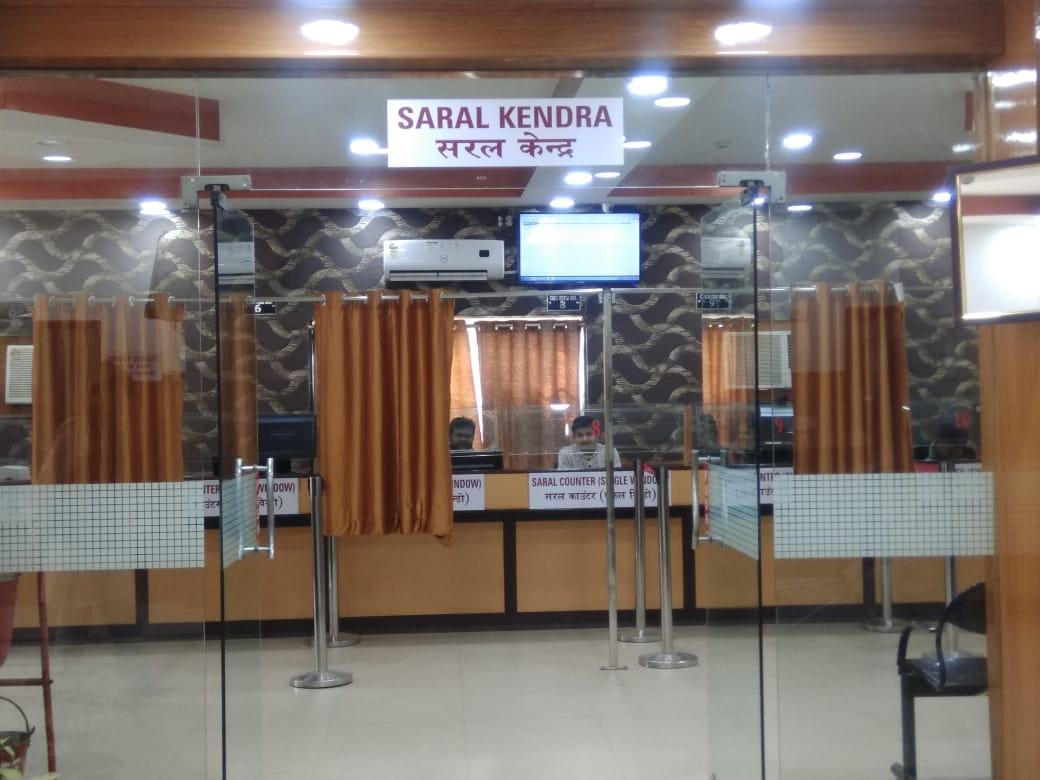 At the entrance of a Saral Kendra. (Source: Samagra)