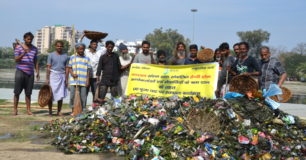 Former Beggars Form Human Chain to Clean River Gomati, Remove 1 Ton of Plastic Waste
