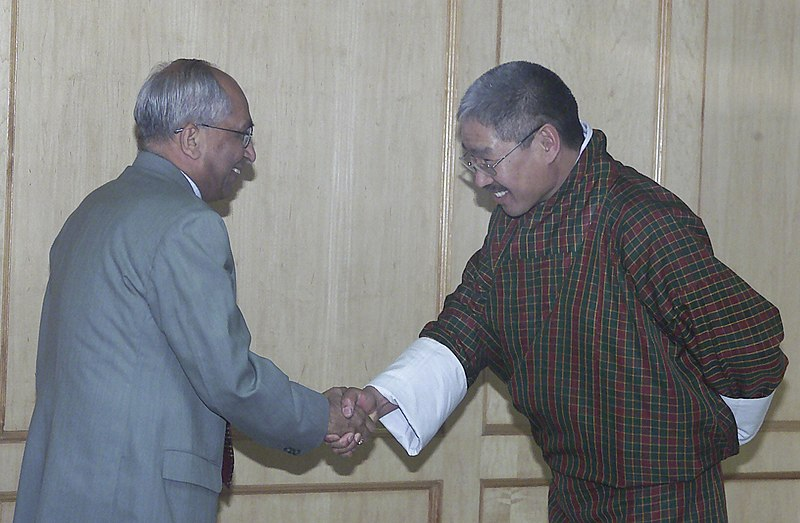 Chief Election Commissioner, Bhutan, Dasho Kunzang Wangdi shaking hands with his Indian counterpart B. B. Tandon, in New Delhi on February 23, 2006. (Source: WIkimedia Commons)