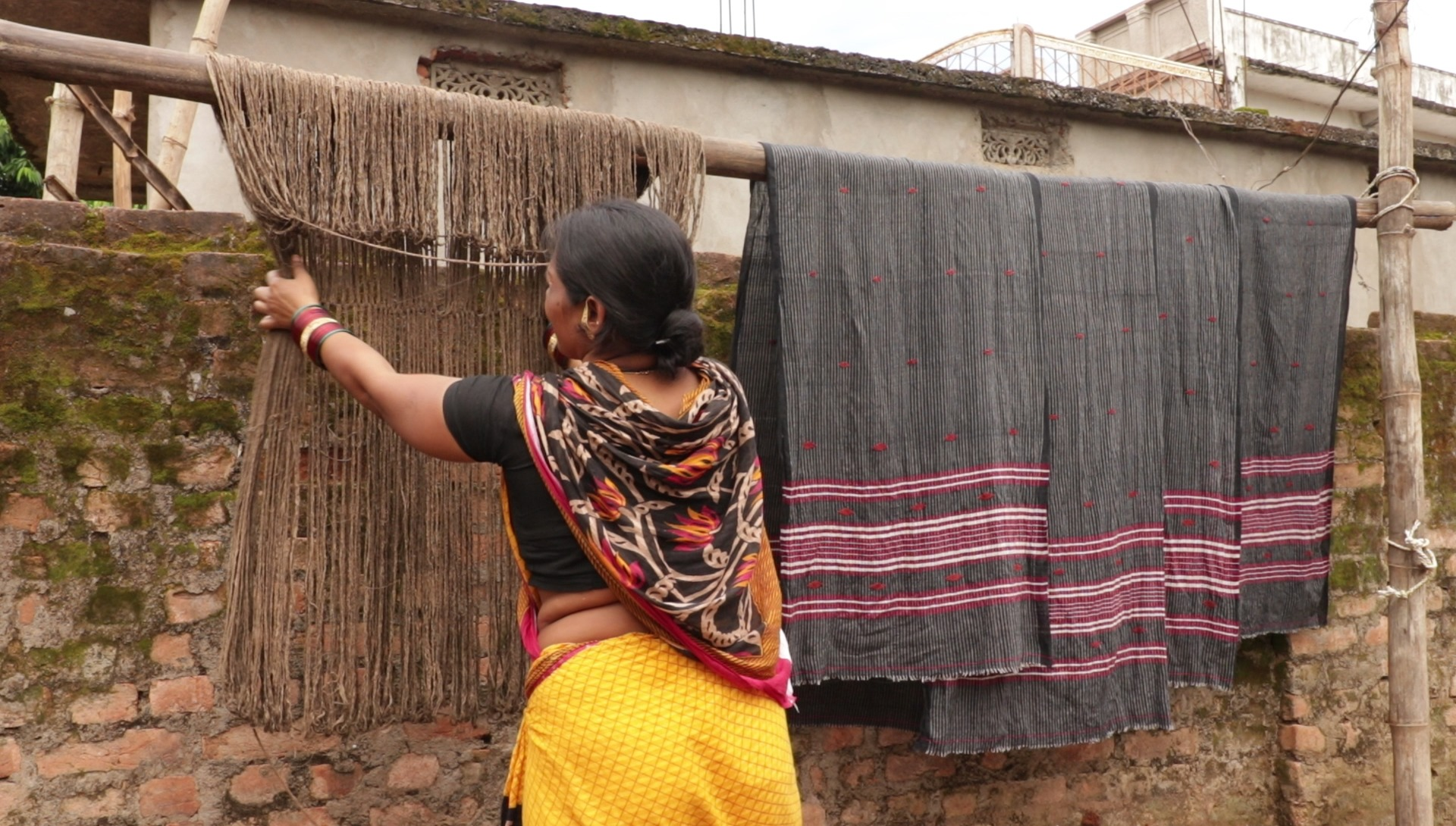 Keeping the yarn out of dry. (Source: Biswanath Rath)