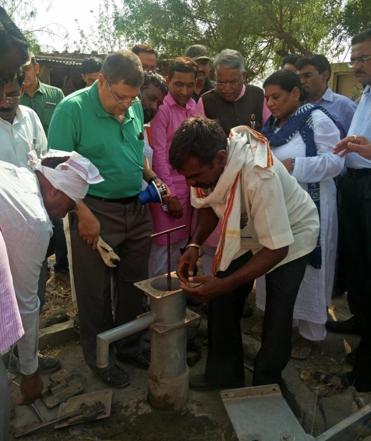 Anjan Mukherjee assisting locals with installing Taraltec Disinfection Reactor. (Source: Taraltec Solutions)