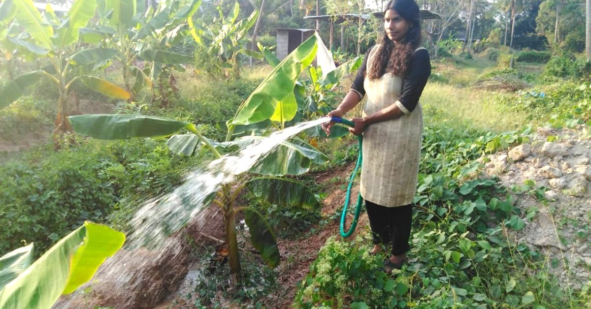 Woman Collects Fish Waste From Stalls, Turns It Into 'Fertifish' to Grow Organic Veggies