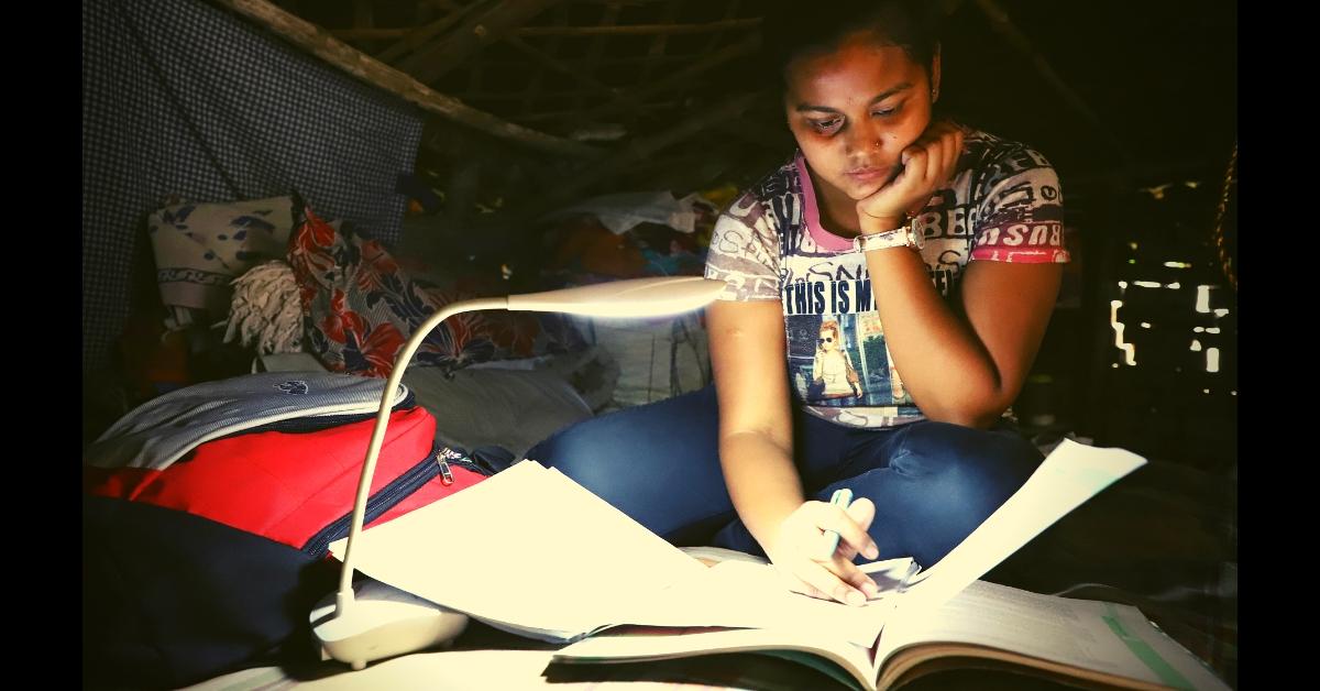 Washerman's Daughter Studies Under Street Lights, Scores 95% in CBSE Boards!