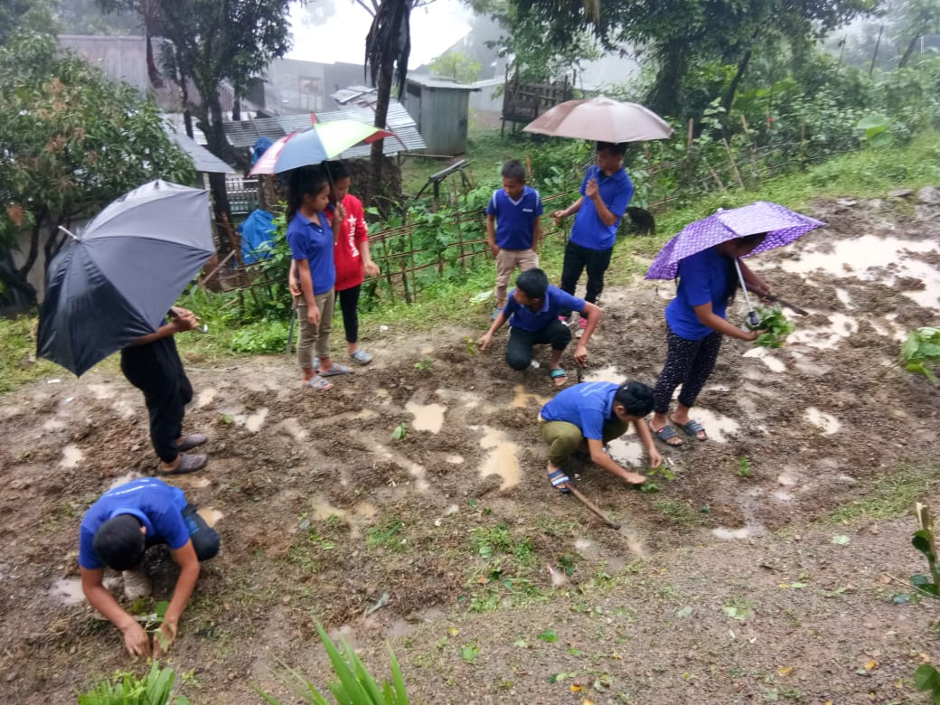 Students preparing the ground for nutrition garden. (Source: DC Lawngtlai)