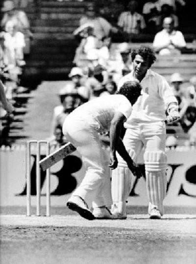 Sunil Gavaskar gesturing to Dennis Lillee (Source: India History Pictures/Facebook)