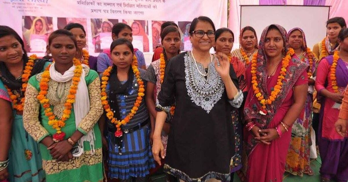 World Bank Economist Quits Job, Helps Educate 800+ Women At Just Rs 5 Per Head!