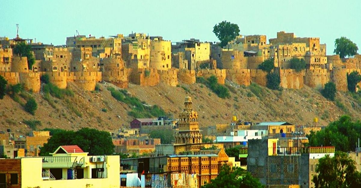 India's Last Inhabited Fortress in Rajasthan has 4000 People Living Rent-Free In It!