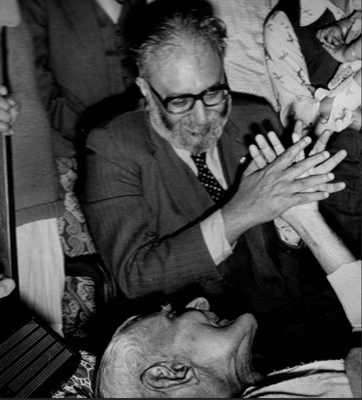 Dr Salam with his Guru. (Source: Twitter/Ehsan)