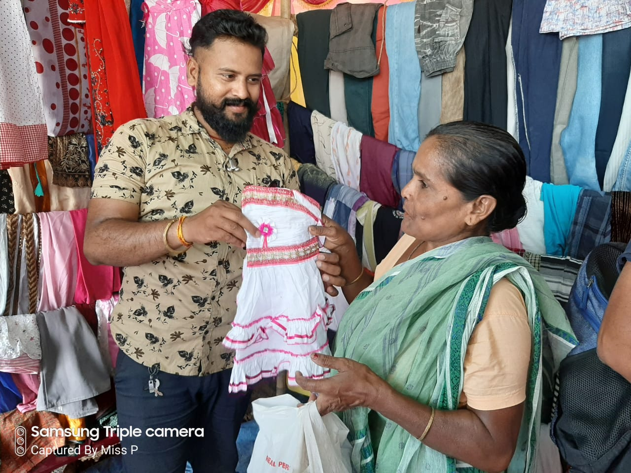 Distributing free clothes. (Source: Helping Hands)