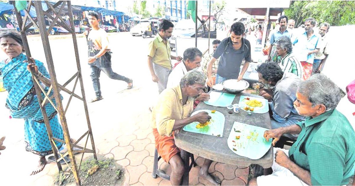Kerala Fruit Seller Turns Defunct Bus Stop Into Free Kitchen for 200 Needy People!