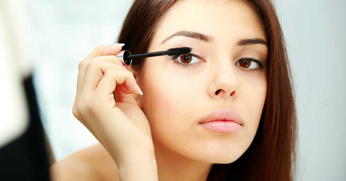 4 Chemicals In Eye-Makeup Can Cause Infection, Vision Loss: Try These Alternatives