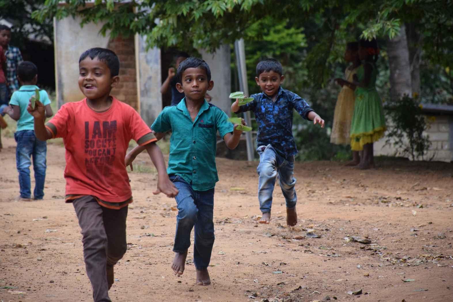 Canal do IITian Duo no YouTube torna o aprendizado divertido para crianças tribais 4